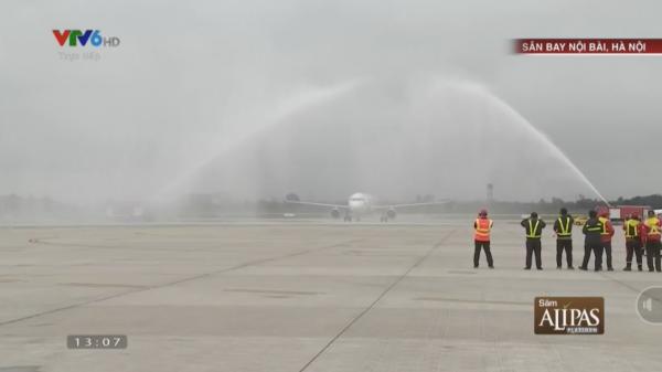 Tại sao máy bay chở U23 Việt Nam  khi về nước lại 'bị' phun nước khi hạ cánh?