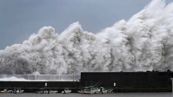 Nhật Bản đón cơn bão mạnh nhất 25 năm qua