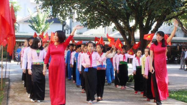 Những hình ảnh đẹp về khai giảng năm học mới tại Hòa Bình