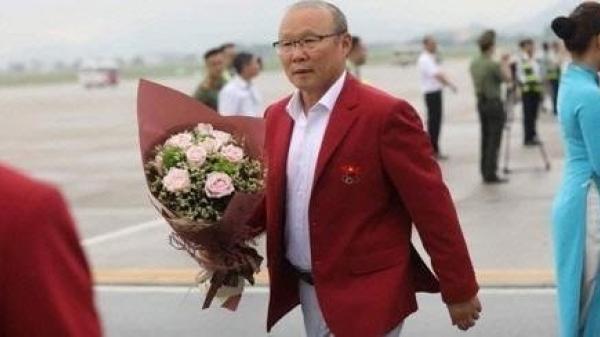 Báo Hàn Quốc: Lương của thầy Park 22.000 USD/tháng thế là... ít!