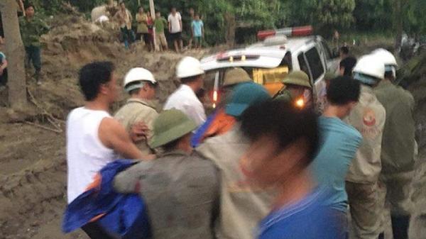 NÓNG: 1 kỹ sư Italia bị đá đè t.ử vong khi đi làm về ở Yên Bái