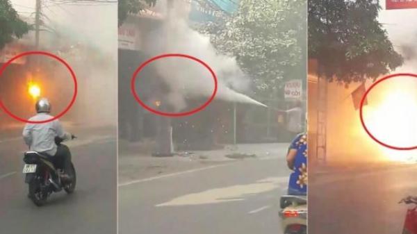 Clip: Bình cứu hỏa không ăn thua với cột điện bốc cháy ở Phú Thọ