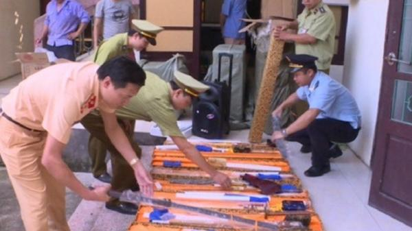 NÓNG: Tóm gọn tài xế Bắc Giang chở 20 thanh kiếm trên cao tốc Hà Nội - Bắc Giang