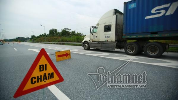 Xe bồn nổ như bom: Chốt chặn ngày đêm cao tốc Hà Nội - Lào Cai