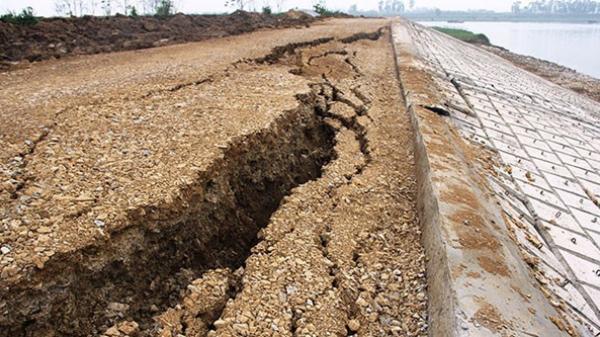 Hưng Yên: Kè Hùng Cường trên đê tả sông Hồng sạt lở