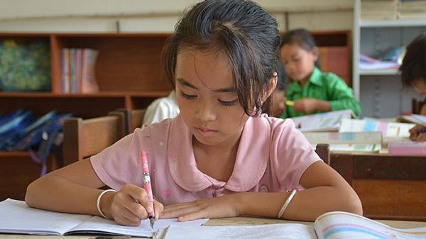 Khâm phục nghị lực phi thường của cô học trò nghèo Điện Biên