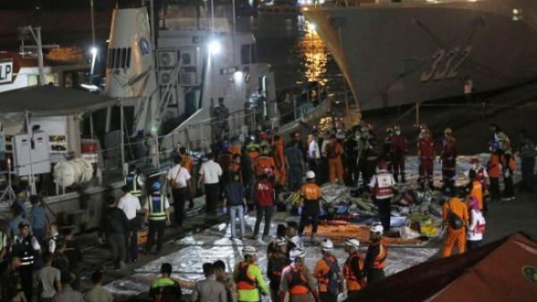Indonesia đã trục vớt 21 t.hi t.hể nạn nhân đầu tiên vụ máy bay Lion Air rơi