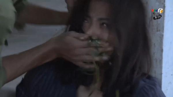 'Quỳnh búp bê': Lan hóa đ.iên, bị anh trai tống cơm vào miệng một cách dã man