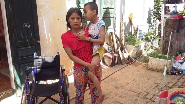 Sơn La: Cảm thương cô giáo nghèo suốt 11 năm nuôi con bệnh tật, khát khao bục giảng