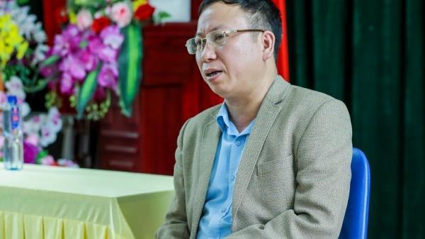 """Thầy hiệu trưởng ở Lào Cai  khiến học trò """"phát cuồng"""" vì những quy định không giống ai"""