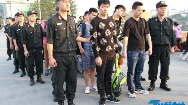 Lào Cai: Bàn giao 10 đối tượng lừa đảo, c.hiếm đ.oạt tài sản cho Trung Quốc