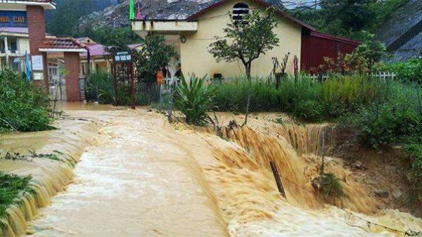 Mưa diện rộng tiếp tục trút xuống Lào Cai