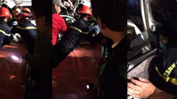 Lào Cai: Cứu n.ạn thành công một n.ạn n.hân m.ắc k.ẹt trong cabin ôtô bán tải trong vụ TNGT