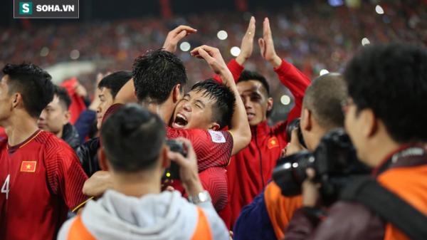 NÓNG: C.hấn t.hương vẫn cắn răng đá hết trận, Đình Trọng mất Asian Cup 2019