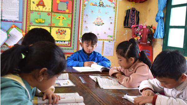 Mắc b.ệnh h.iểm nghèo, bé trai 8 tuổi người Lào Cai vẫn ham học