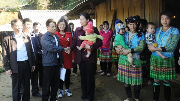 Phó Bí thư Thường trực Tỉnh ủy Hà Thị Nga thăm và làm việc tại Văn Bàn