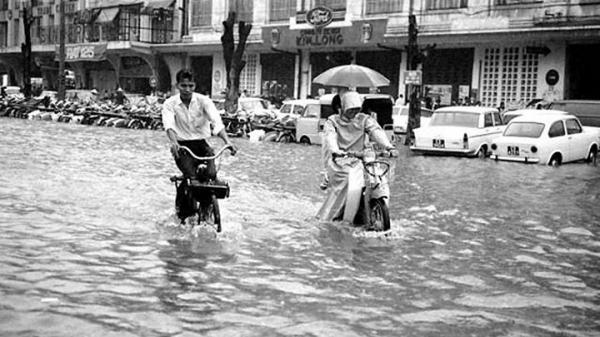 Loạt ảnh cực độc về cảnh ngập lụt ở Sài Gòn xưa