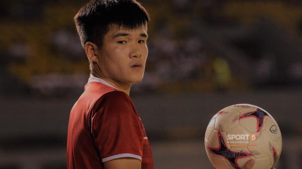 Tâm sự của trung vệ tuyển Việt Nam quê Sơn La trong đêm Giáng sinh khiến fan rơi nước mắt