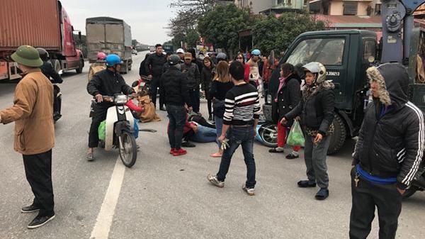 Xe máy chở 4 nữ tiếp viên t.ông thẳng ôtô, 4 người trọng t.hương, trong đó có 2 thiếu nữ người Lào Cai