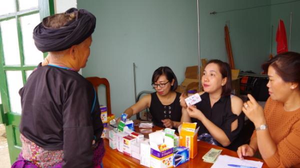 Khám bệnh, cấp thuốc miễn phí cho người dân vùng cao Bát Xát