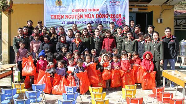 Mang hơi ấm về với các em học sinh tại xã Tả Phìn huyện Sapa
