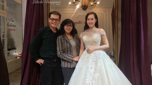 NSND Trung Hiếu đưa bạn gái xinh đẹp quê Sơn La kém 19 tuổi đi thử váy cưới cho ngày trọng đại