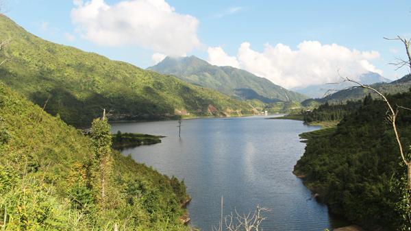 Xiêu lòng trước vẻ đẹp của 'hồ nước trên mây' ở Sa Pa