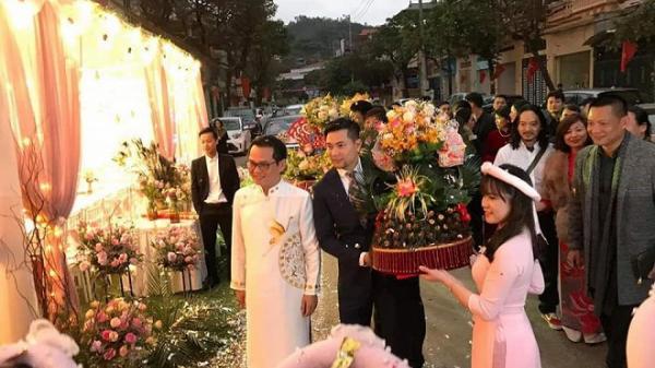 Clip: NSND Trung Hiếu và vợ kém 19 tuổi hạnh phúc trao nhẫn cưới