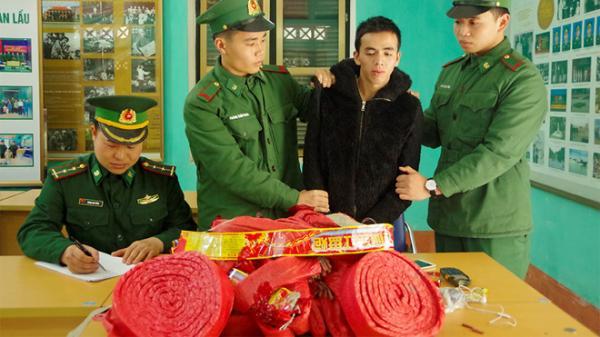 Lào Cai: Bă't giữ đối tượng vận chuyển 21kg pha'o lội suối xuyên biên giới