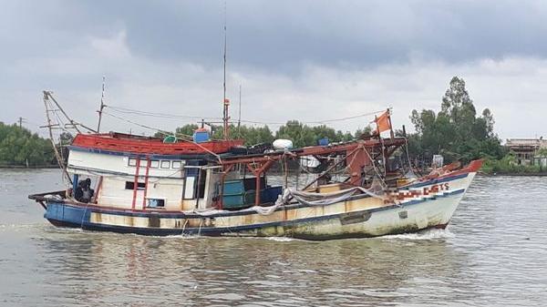 Cà Mau: Tìm kiếm ngư dân r.ơi xuống biển m.ất tích