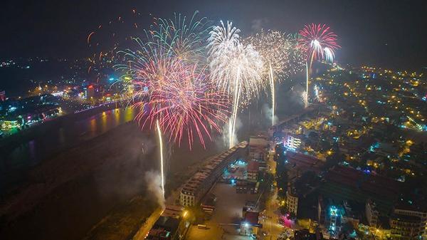 NÓNG: Tổ chức bắn pháo hoa đón Xuân Kỷ Hợi tại thành phố Lào Cai và huyện Văn Bàn