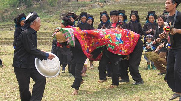 Trò chơi độc đáo ngày xuân của đồng bào các dân tộc Lào Cai