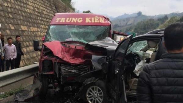 Vụ 2 ôtô t.ông nhau kinh hoàng trên cao tốc đoạn Lào Cai: 2 người t.ử v.ong, 10 người bị t.hương