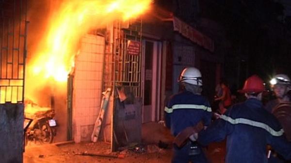 Tức giận vì gia đình giục lấy chồng, người phụ nữ châm lửa đ ốt luôn nhà mình