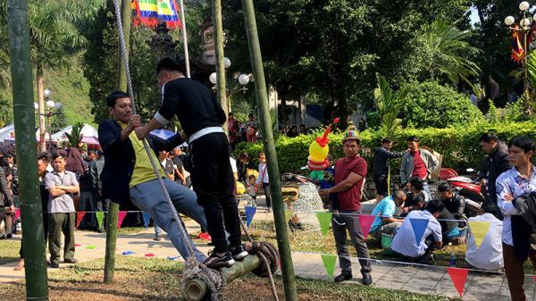 Sôi nổi các môn thể thao, trò chơi dân gian tại Lễ hội đền Thượng (Lào Cai)