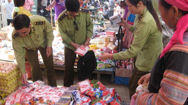 Lào Cai chặn hàng hóa kém chất lượng vào chợ phiên