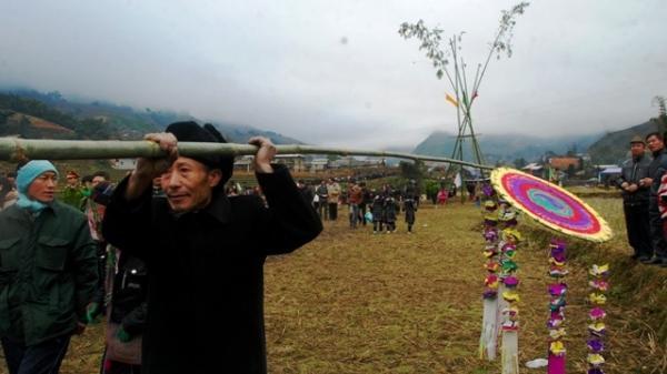 """Khai hội """"Roóng Poọc"""" phát triển du lịch cộng đồng người Giáy ở Sa Pa (Lào Cai)"""