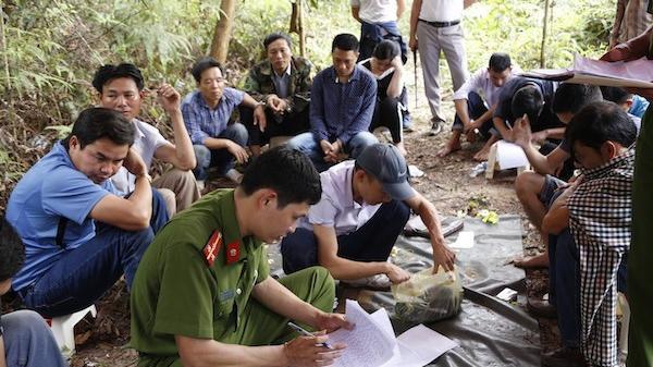 Hà Tĩnh: Khởi tố nhóm đối tượng tham gia x.ới bạc nghìn đô trên núi