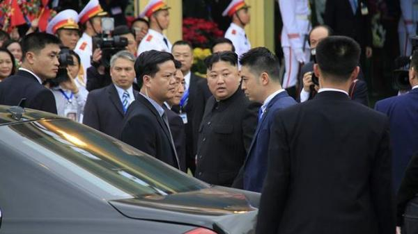 Chuyện lạ khi xe của ông Kim Jong Un đến ga Đồng Đăng