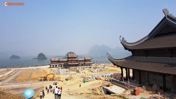 Vì sao hàng vạn người thi nhau kéo đến chùa Tam Chúc của đại gia Văn Trường?