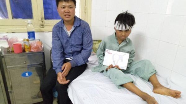 Thương tâm: Hai chú cháu vượt 300 cây số từ Lai Châu ra Hà Nội để chữa bệnh