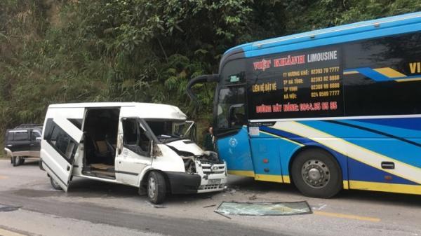Hòa Bình: Xe giường nằm đ.âm xe khách KINH HOÀNG trên QL6, xe khách n.át bét