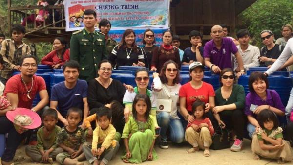 Lai Châu: Trao thùng đựng nước cho Nhân dân bản Nậm Tần Xá