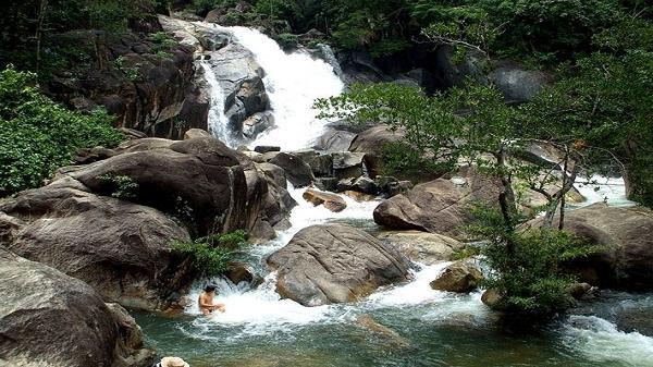 Chiêm ngưỡng ngọn thác nguồn đẹp nổi tiếng trên sông Nậm Thi