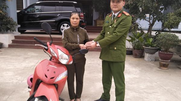 Công an huyện Bắc Hà (Lào Cai) bàn giao 2 xe máy cho người bị m.ất t.rộm