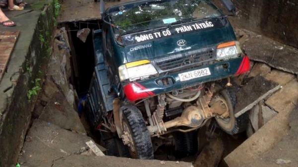 """Thực hư về """"hố tử thần"""" nuốt xe tải tại Lào Cai"""