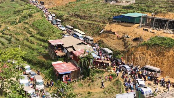 Tắc đường tại một số điểm du lịch ở Sa Pa (Lào Cai)