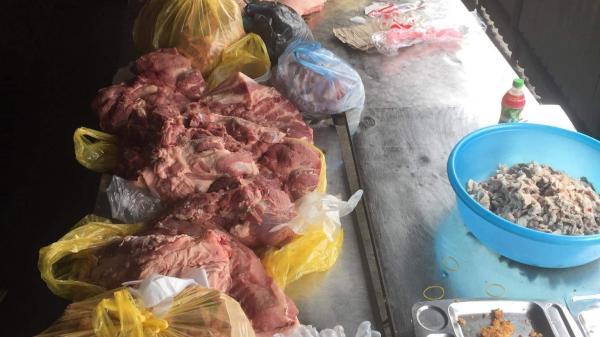 Lào Cai: Phát hiện gần 300kg thịt lợn nghi nhiễm sá.n gạo chuẩn bị được chế biến làm thức ăn cho học sinh
