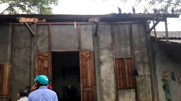Hơn 20 nhà dân xã Sơn Hà, huyện Bảo Thắng (Lào Cai) bị tốc mái
