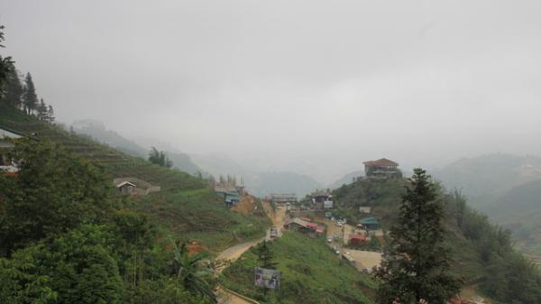 """Từ một thị trấn hoang sơ, cổ kính, Sa pa (Lào Cai) đang bị """"băm nát"""" từng ngày"""